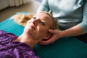 Blid berøring opløser spændinger i krop og sind. ved stress